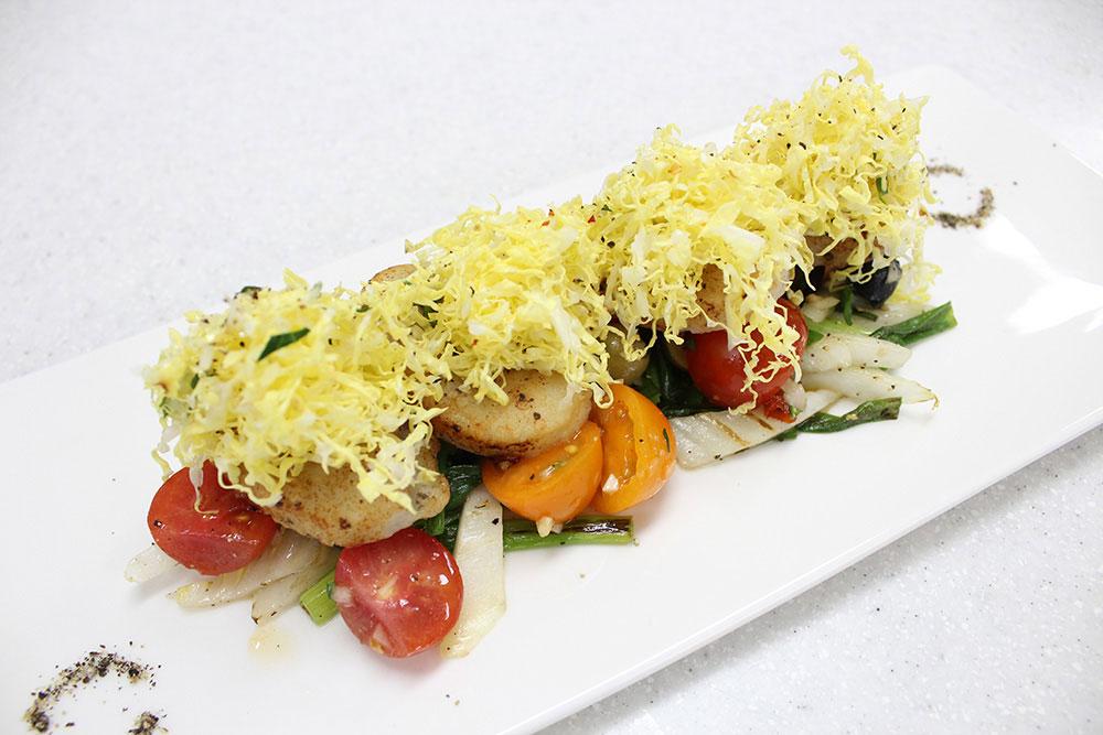 Crispy Scallops with Oilves Tomato Salsa