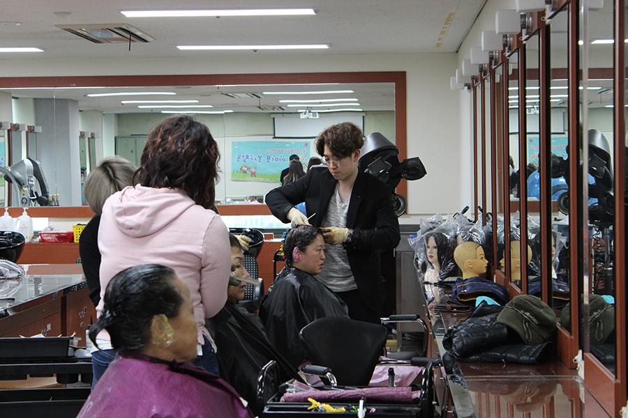 뷰티예술계열 헤어디자인과정 재학생 미용봉사활동