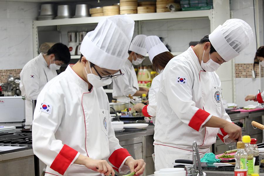 양식실습 - 케이준 치킨 샐러드 허니 머스타드 소스 & 아스파라거스 스프