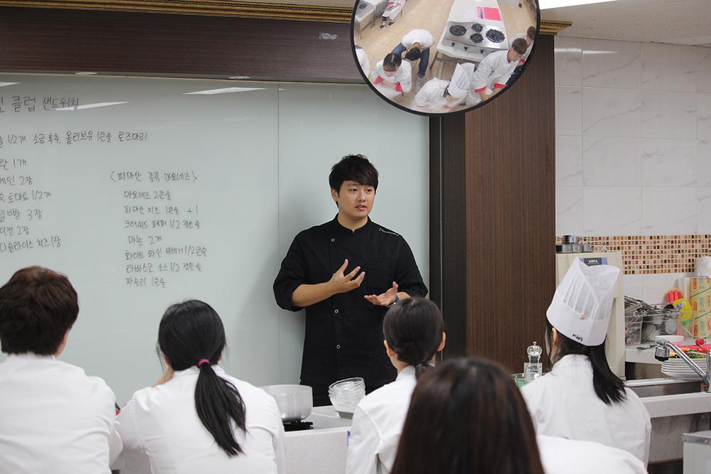 신효섭 교수님과 치킨 클럽 샌드위치 만들기
